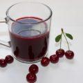 вишневый сок в кружке