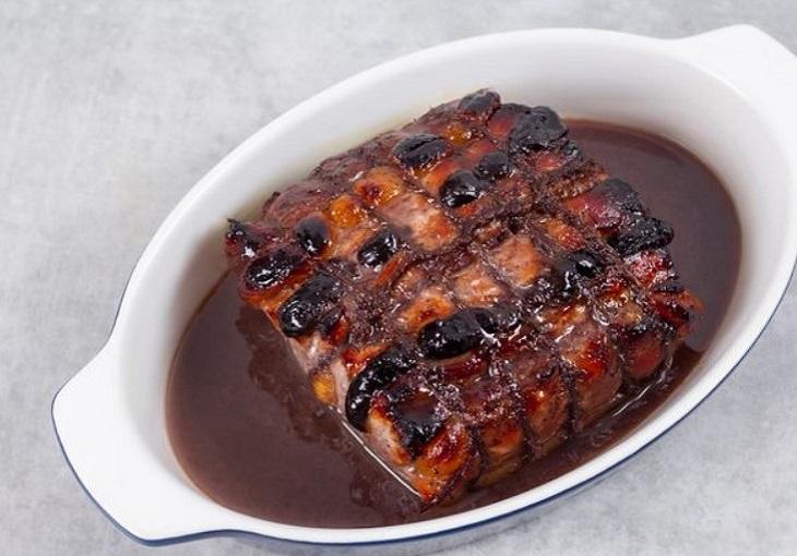Готовая свинина в форме