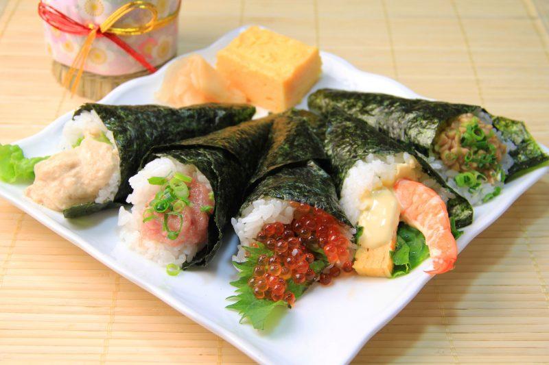 Популярные виды суши: нигири, маки, гунканы